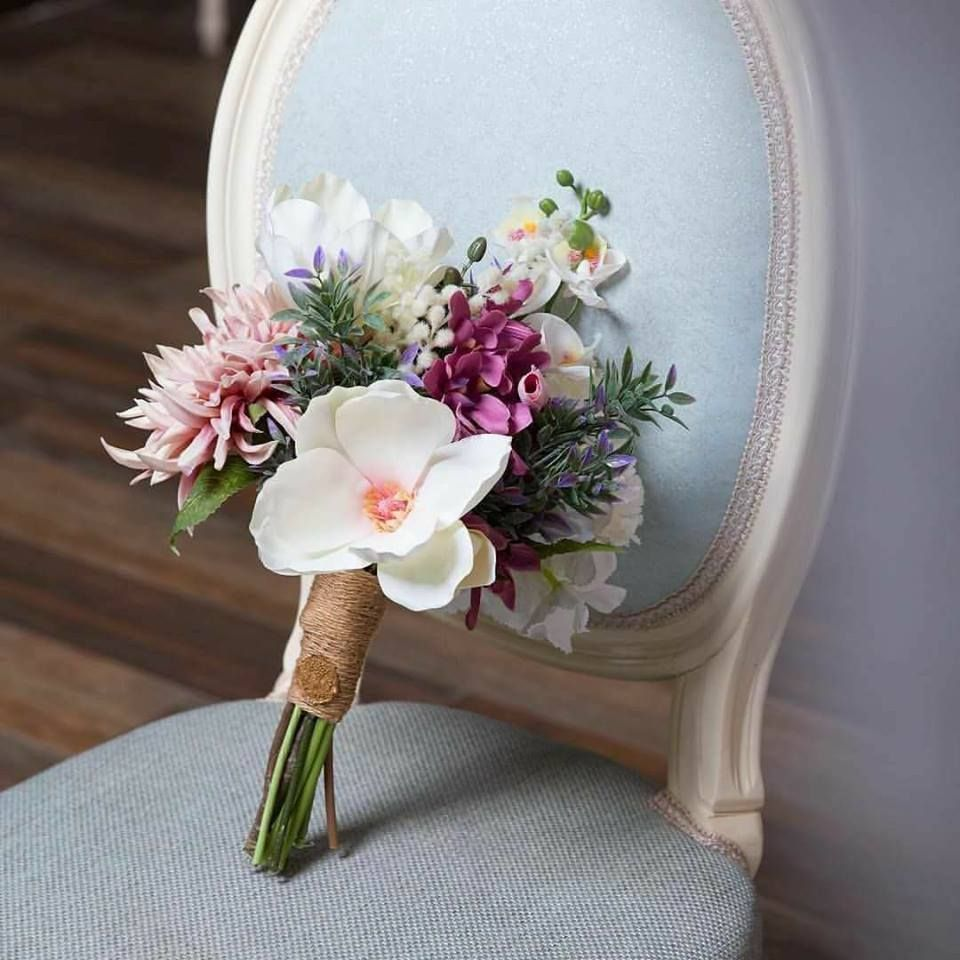فريدة أنت فى اناقتك يليق بك فى موطنك ذاك الزهر يغزو بعطره قلب هدؤك نبض اطلالك ملامس حسنك إحساس شوقك لهفة خاطرك انت و Wedding Sneaker Wedding Shoe Wedding