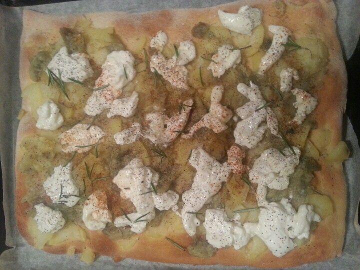 Italian pizza, with potatoes, mozzarella burrata, paprika,eggplant sauce and ash rosemary.