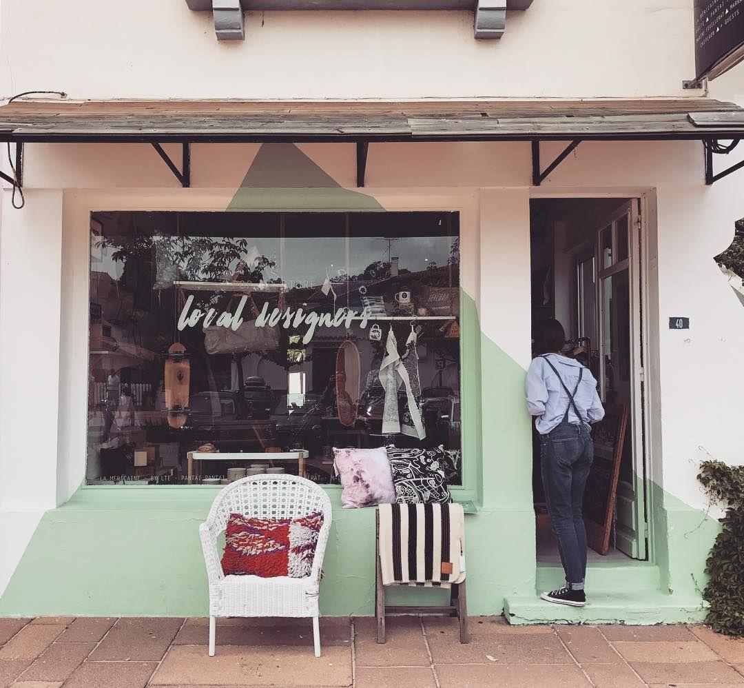 Ich Erkunde Hossegor And Habe Diesen Wunderbaren Pop Up Store Entdeckt Mit Wunderschoner Keramik Kissen Hol In 2020 Wardrobe Rack Instagram Inspiration Inspiration