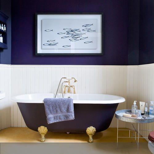 Dunkelblaue Farbgestaltung Im Badezimmer