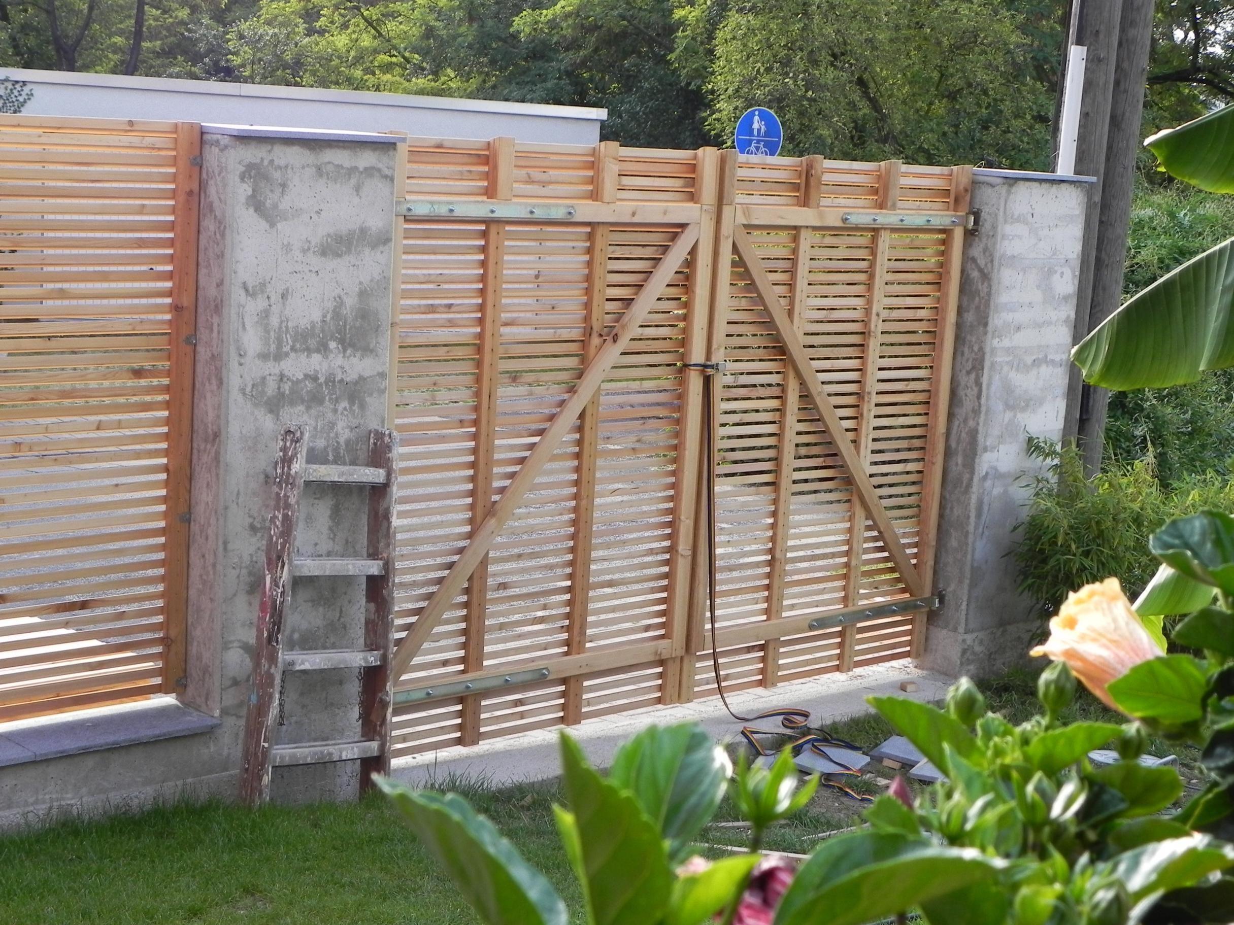 Semitransparenter Sichtschutzzaun aus Lärchenholz dscn2918
