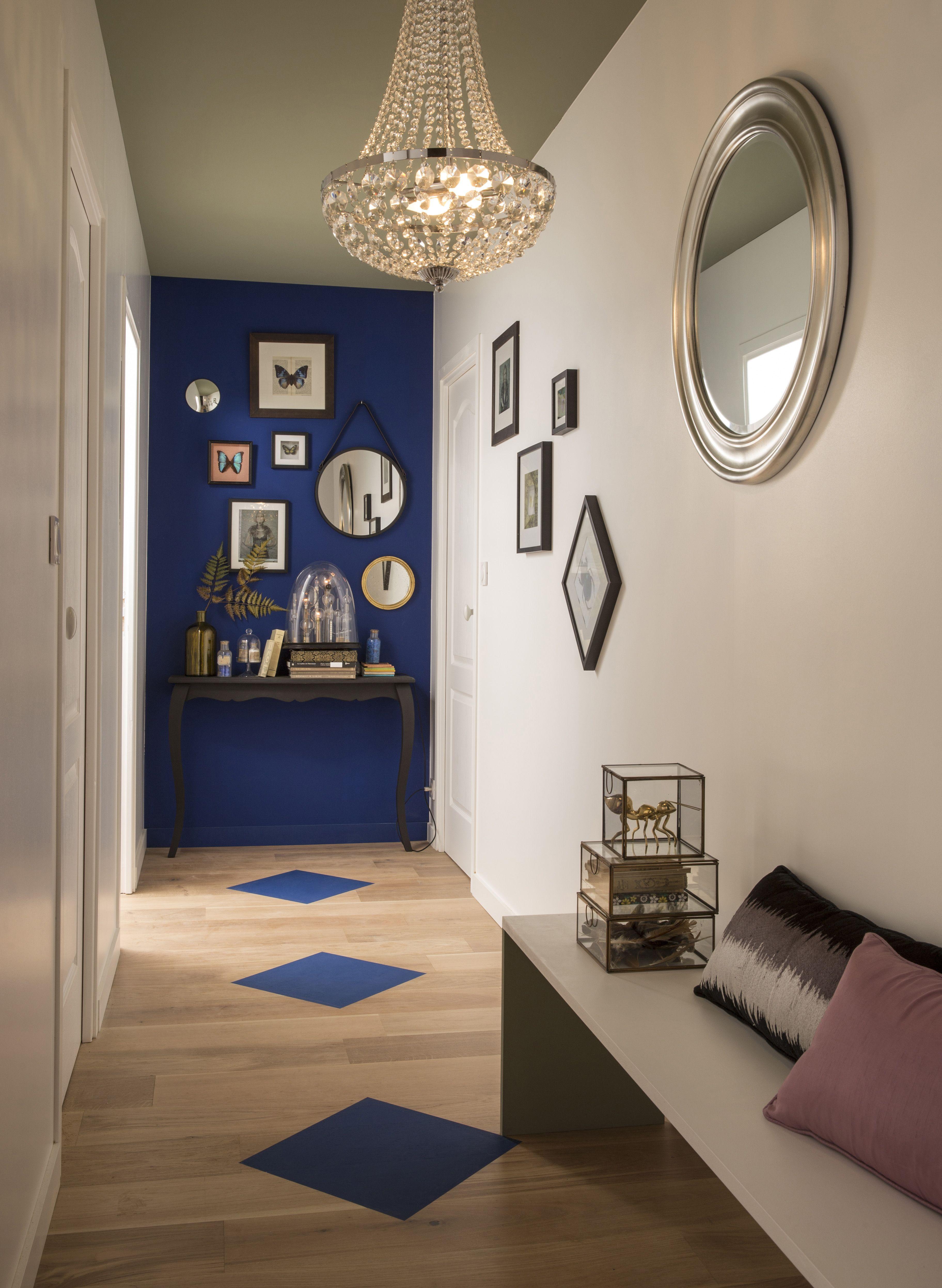 le couloir peut aussi tre con u comme un minisalon un. Black Bedroom Furniture Sets. Home Design Ideas