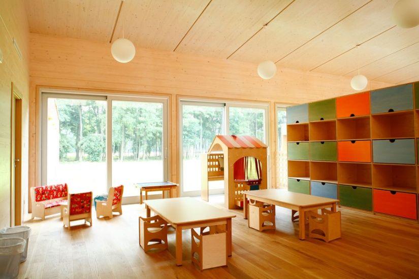 Il giardino di ciliegi kindergarten in Castiglioni. Wooden play house, storage modules and tables & chairs.