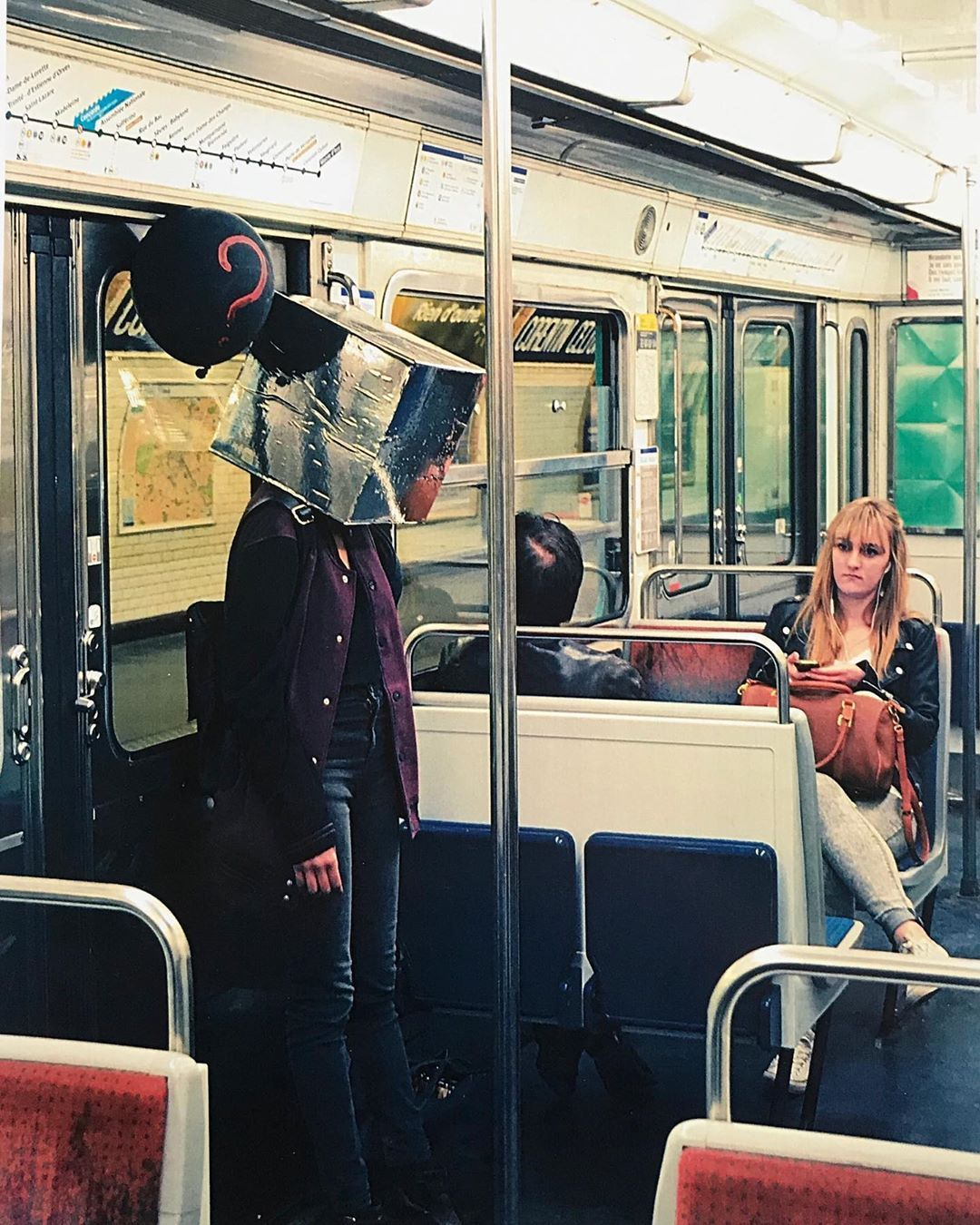 « 𝙴𝚡𝚙𝚘𝚜é 𝚎» . . . . . . . by 匚卄尺丨丂ㄒ丨几乇 #projetartistique #projetphoto#projetartistique#photography#photographie#seriephoto #emotions#boiteaemotions#exposee#neutre#transparence#sefairepetite#invisible#jugement#regarddesautres #metro#transportencommun#foule#paris #instaphoto#instamoment#instaemotions