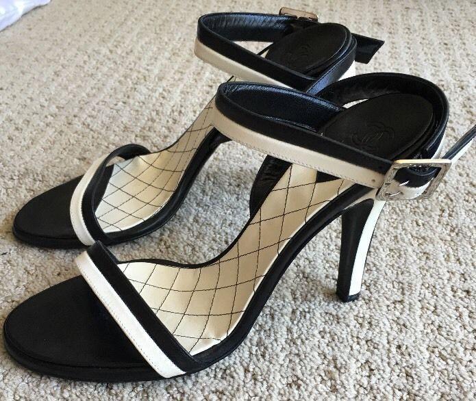 NWOT! Chanel Round Toe Sandal Black/White Sz 38