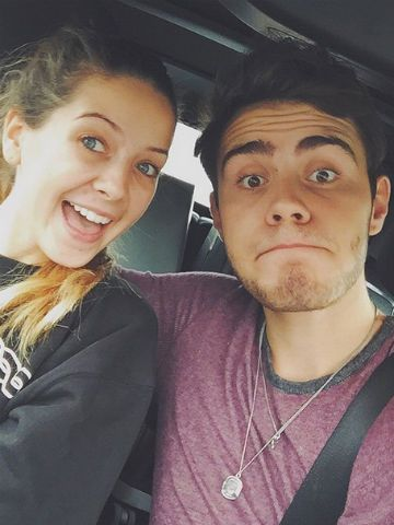 how long have pointlessblog and zoella been dating
