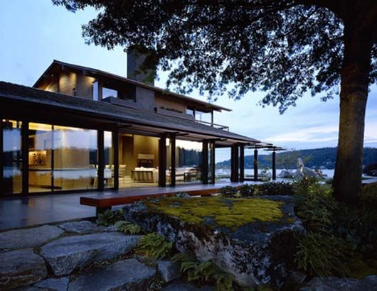 Modern Lake House Design With