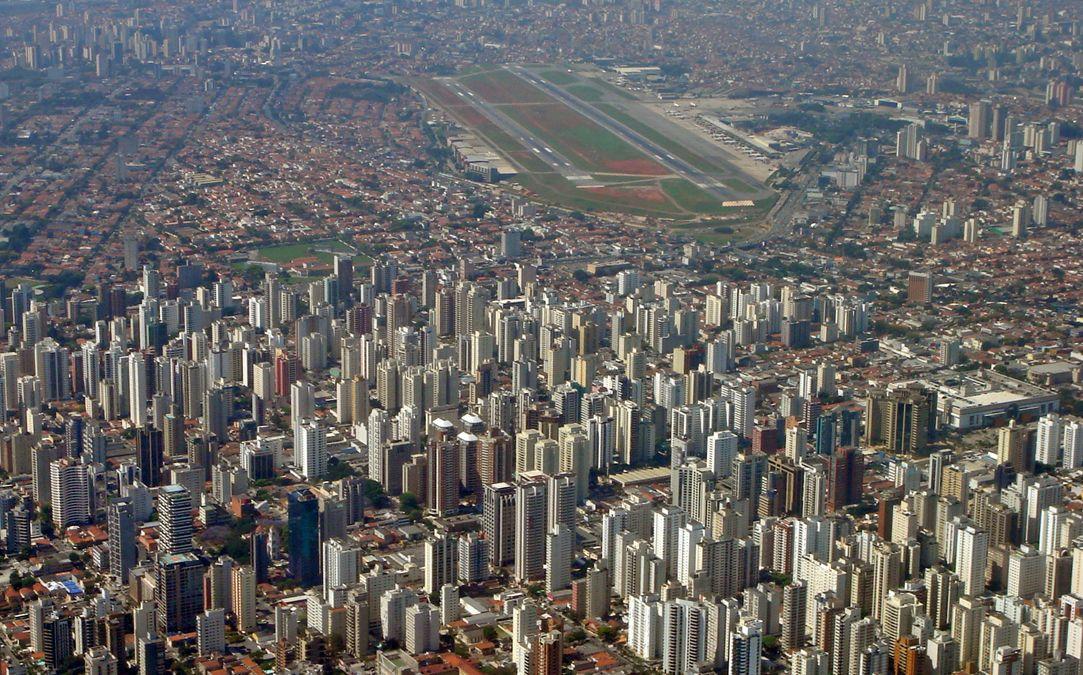 aeroporto de congonhas / pista curta / pousos e docolagens no limite / avioes arremetendo / freio e reversor no limite etc etc