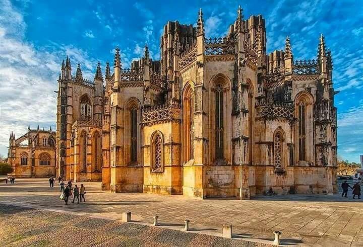 Mosteiro da Batalha http://retirodaavolidia.tk