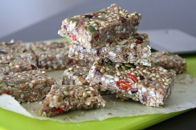 Sweetly Raw: Raw Peanut Butter Crunch Bars