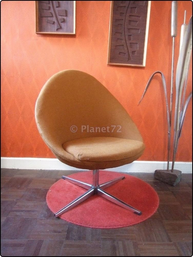 Retro Vintage 60s 70s Space Age Swivel Egg Chair