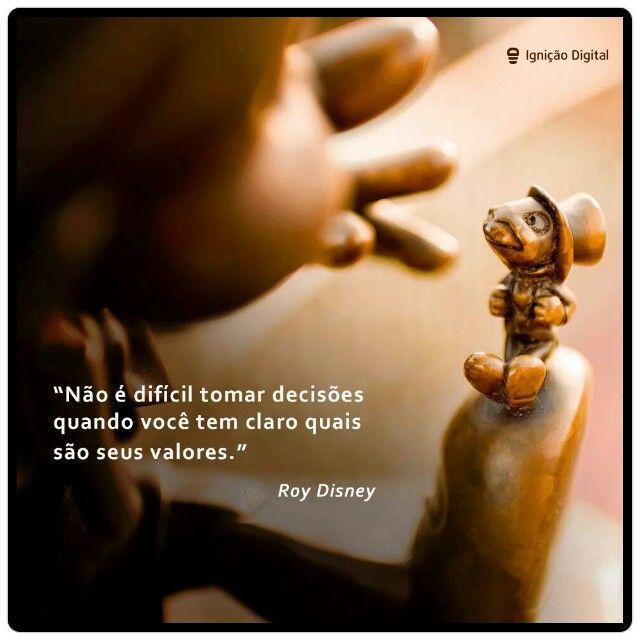 Quando você se conhece e conhece seus valores, o caminho fica claro. Auto-conhecimento é um farol na escuridão da vida diária...   #reflexão #comportamento #atitude #educação #desenvolvimento #psicologia #filosofia #neurociência