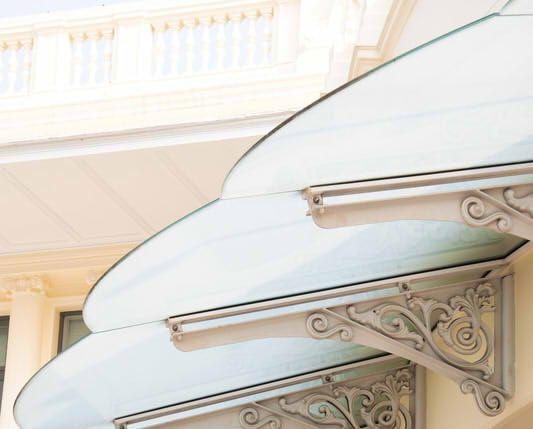 Vordach mit Edelstahl Glas Kombination » Preise, Maße und Anbieter