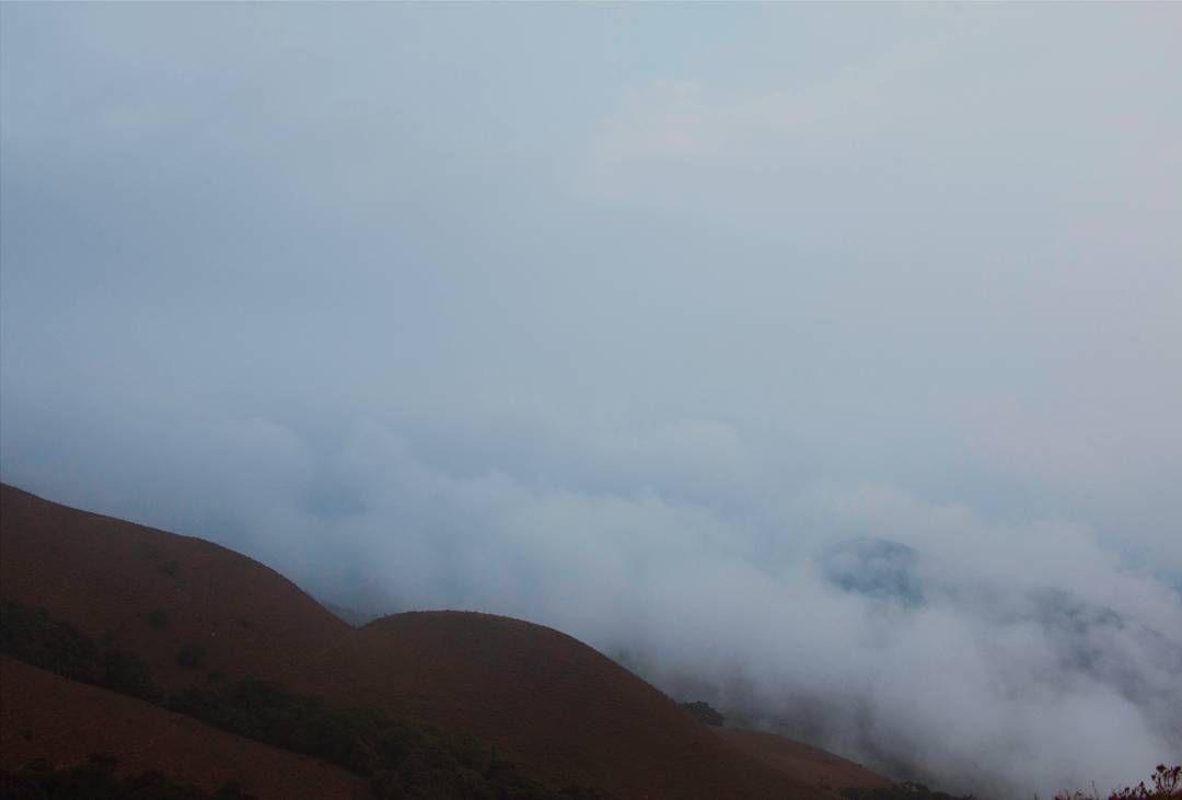 By rktkn: Throwback - Dis Fog -------------------------------- #tbt #fog #fogporn #lowlight #landscapephotography #landscape #mist #white #tbt #throwback #landscape #contratahotel