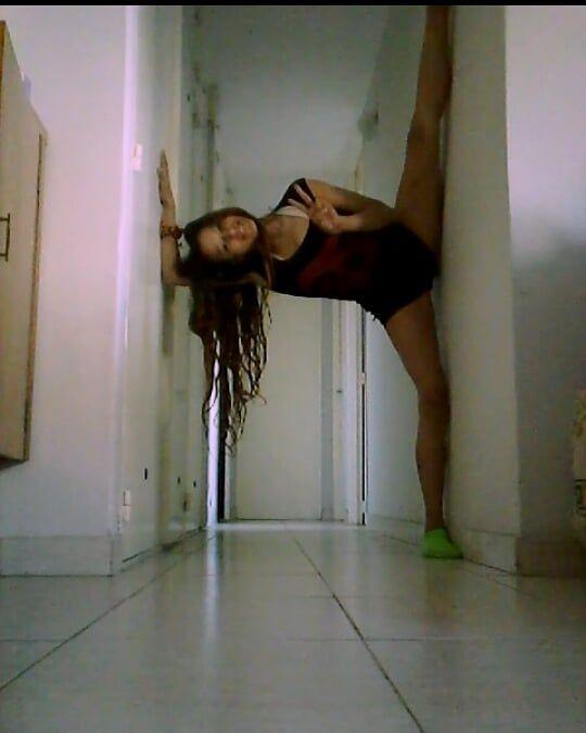Desde otra perspectiva te digo buena vibra... 💚👽💚 #Acrobatic #fitness #fitnessgirl #photograph #phot...
