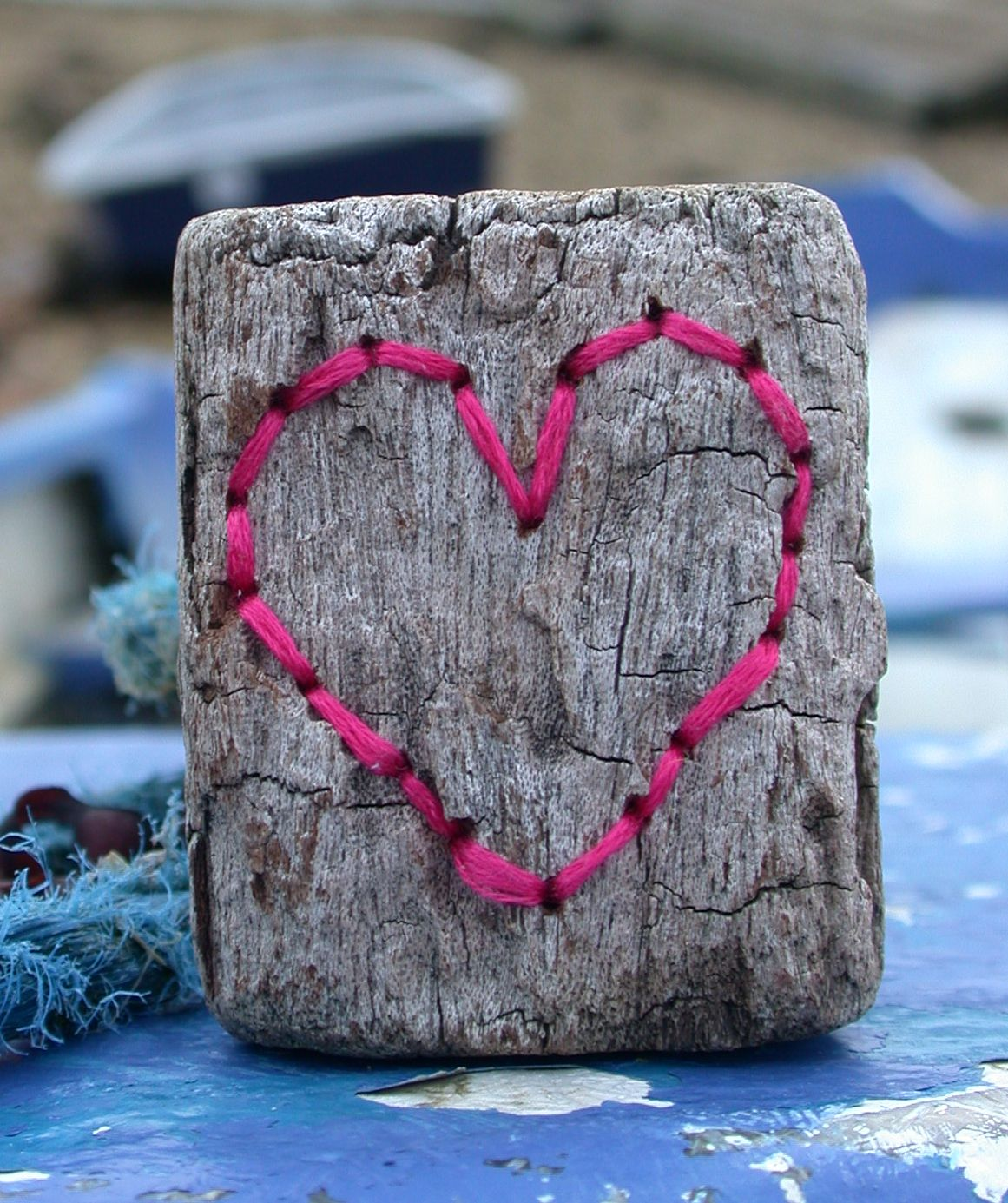 Ella Robinson Ella Robinson Is A Recent Graduate Whose Practice Seizes The Potential Of Found Objects Namely Driftwood Giving Them A Ne Heart Art Decorative Objects Driftwood Art
