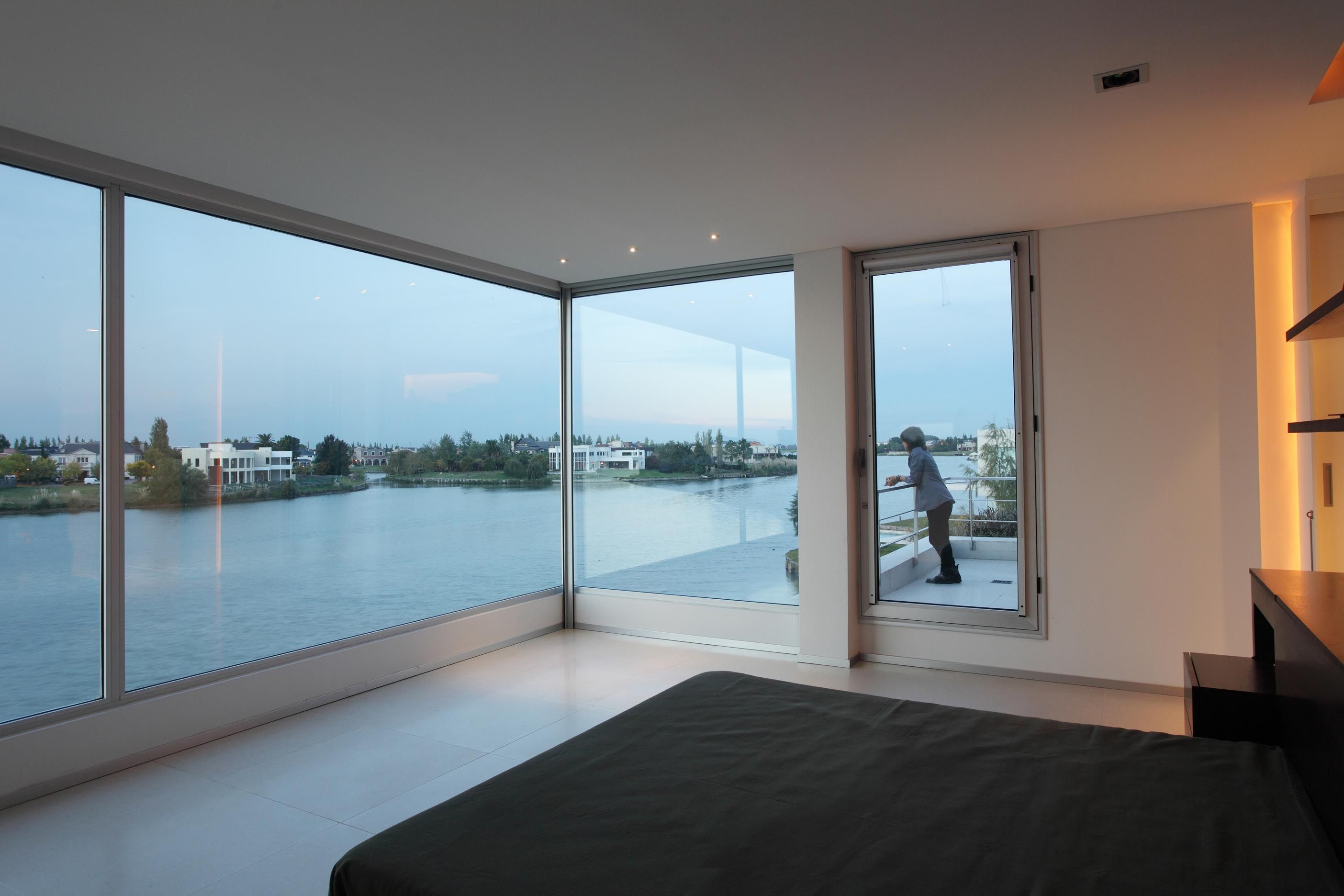 Mesmerizing open glass windows from beach house interior for Minimalist house interior