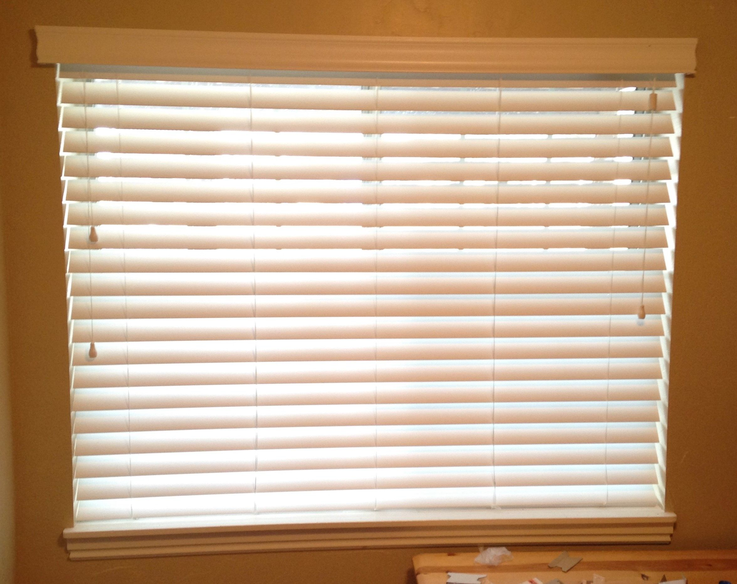 Norman 25 Faux Wood Blinds Route less White BC Bountiful