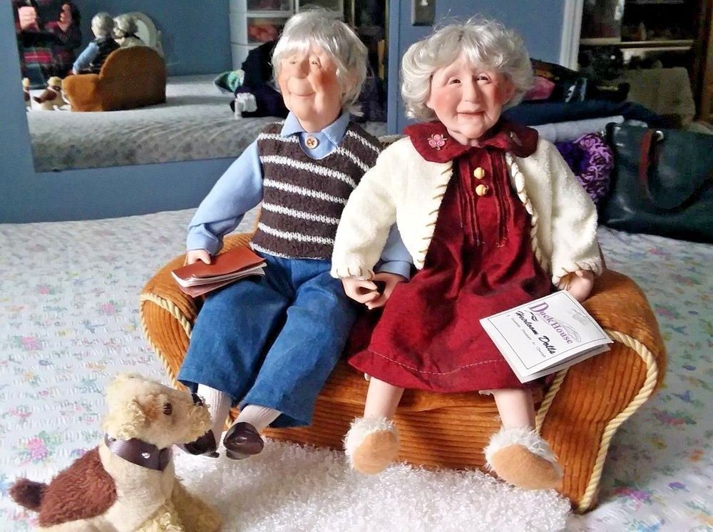 Duck House Vintage Old Man Woman Dolls W Couch Rug Dog Both