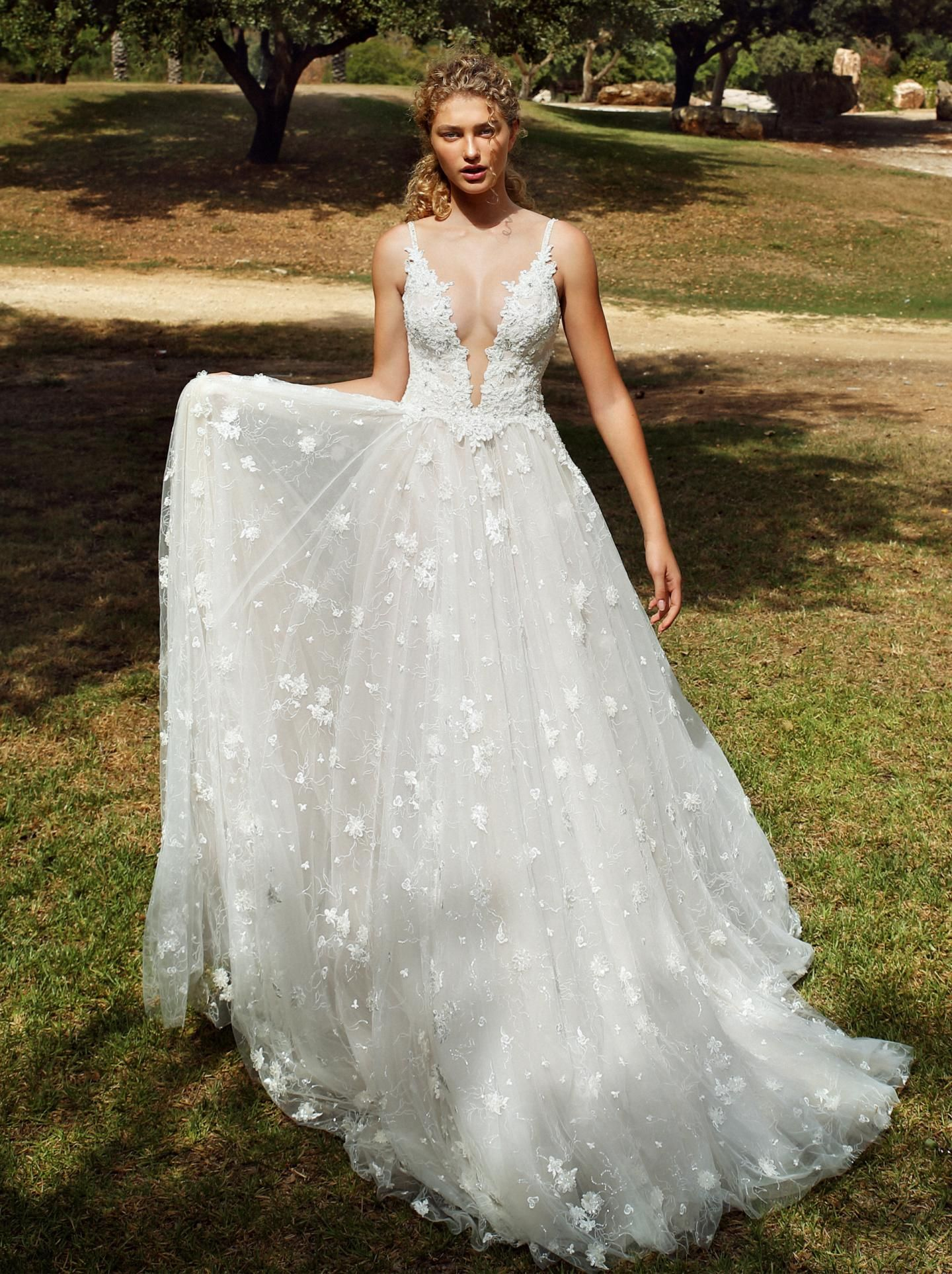 G 204 Collection No Vii Bridal Dresses Galia Lahav Sparkly Wedding Dress Galia Lahav Wedding Dress Wedding Dress Necklines [ 1926 x 1440 Pixel ]