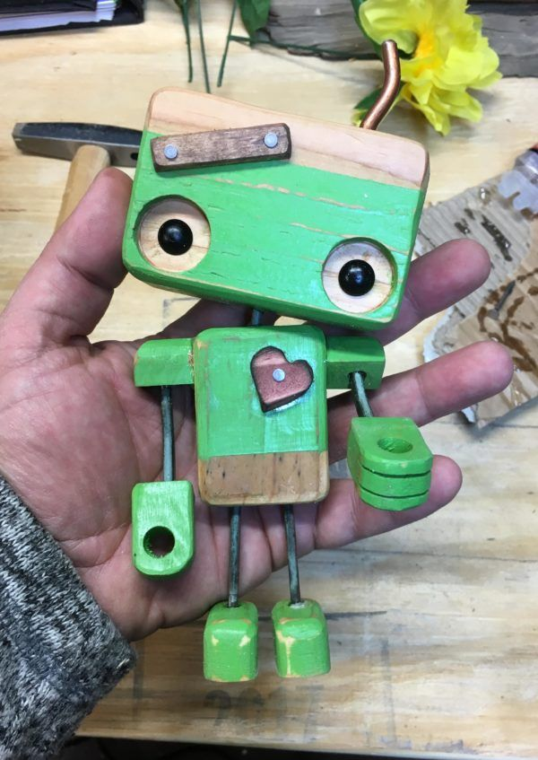 Photo of Pallet Wood Robot Melts Valentines Day Hearts • 1001 Pallets