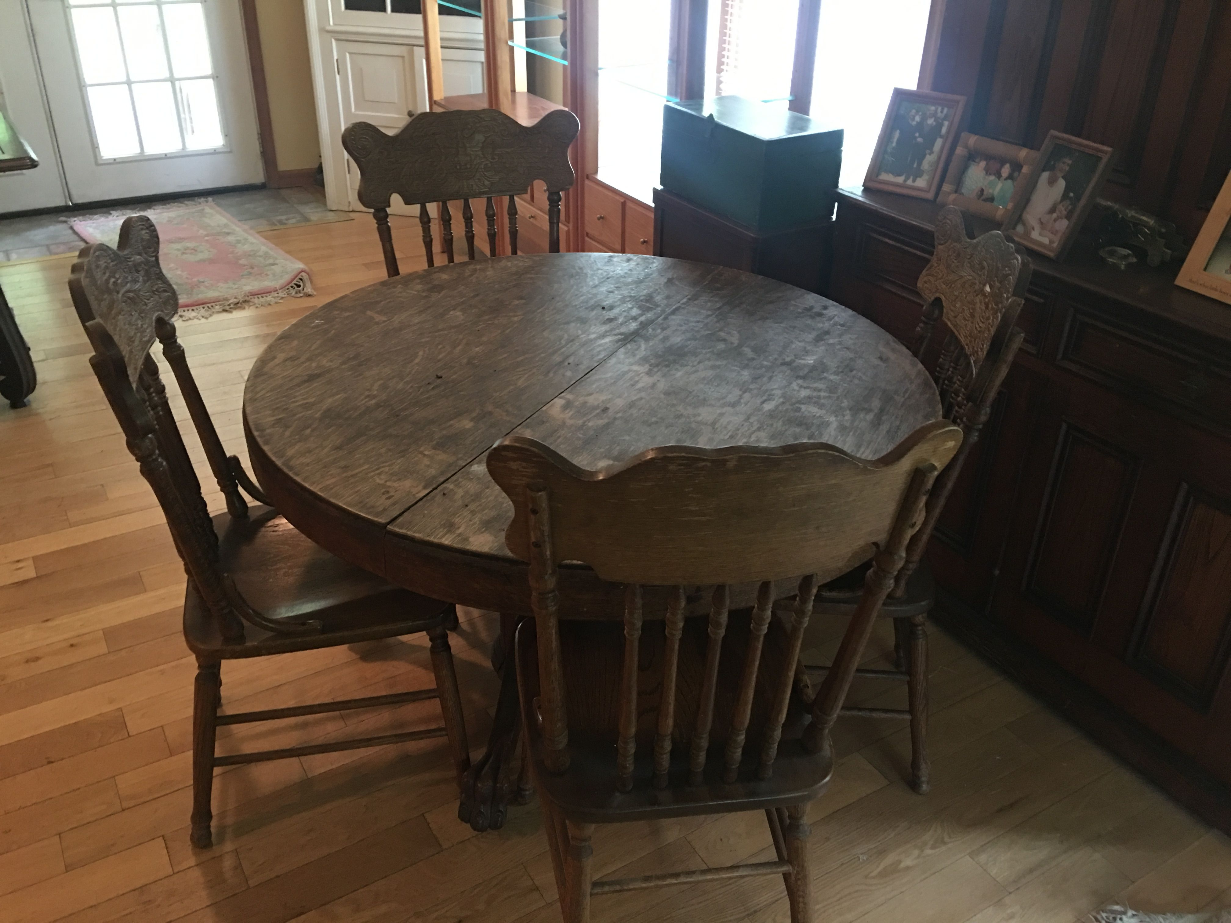 Early 1900u0027s Quatersawn Oak Top Dining Room Table W/ 4 Pressed Back Chairs