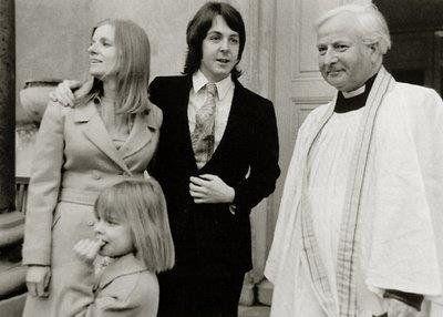 12 mars 1969 Paul McCartney et Linda Eastman se marient à Londres #musique https://t.co/duZG7hrmA8 https://t.co/rTQhRmb7Jb