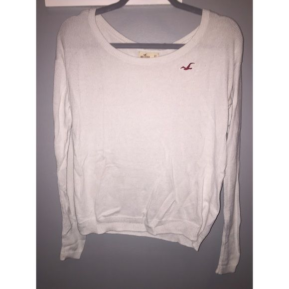 Hollister Sweater XS, but is big. It fits me loose and I usually wear smalls or mediums in Hollister Hollister Sweaters Crew & Scoop Necks