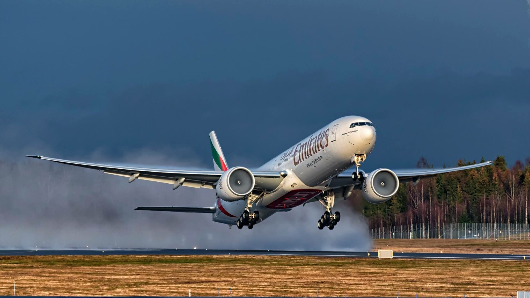 Emirates Airline Air Planes Radio Control Hd Wallpaper Passenger Aircraft Boeing 777 Aviation Wings Images