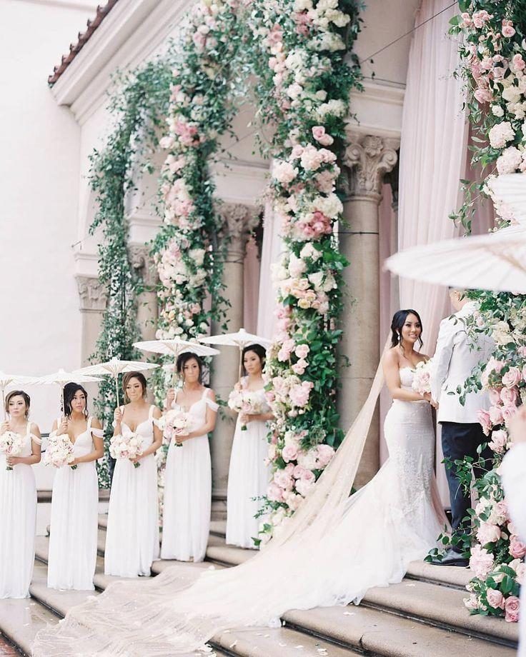 Unique Yet Very Romantic Wedding Arrangements