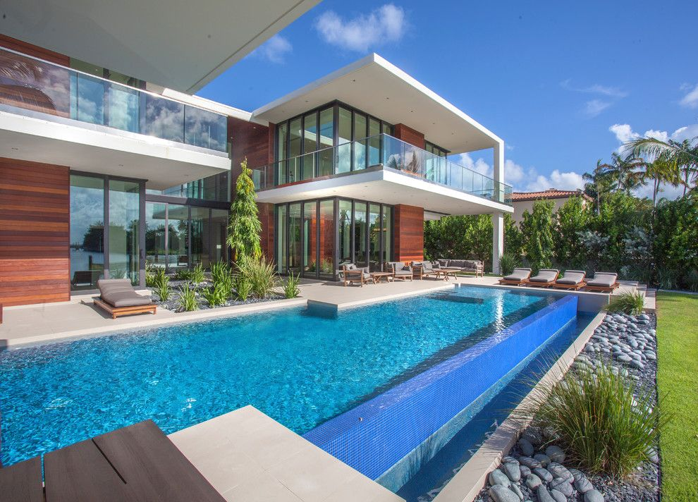 15 Spectacular Contemporary Swimming Pool Designs That Your Backyard Desperately Needs Miami Houses Pool House Designs Modern Pools