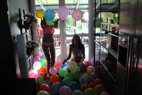 Imagem de girl, friends, and balloons