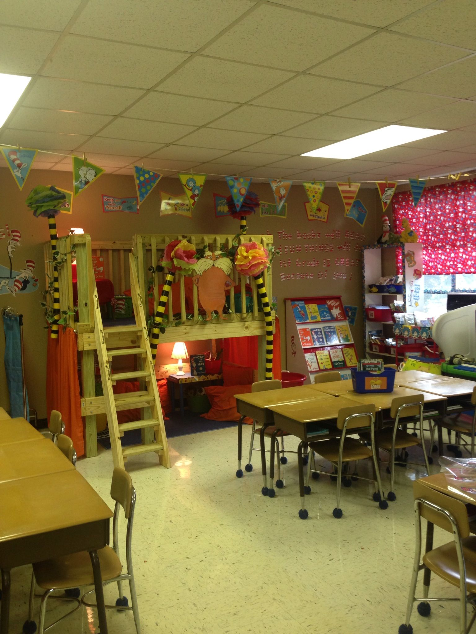 Reading Classroom Design ~ Reading loft for the classroom i had one in my