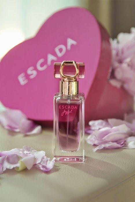 Escada - Joyful Gyümölcsös illat Miranda Kerr arcával.