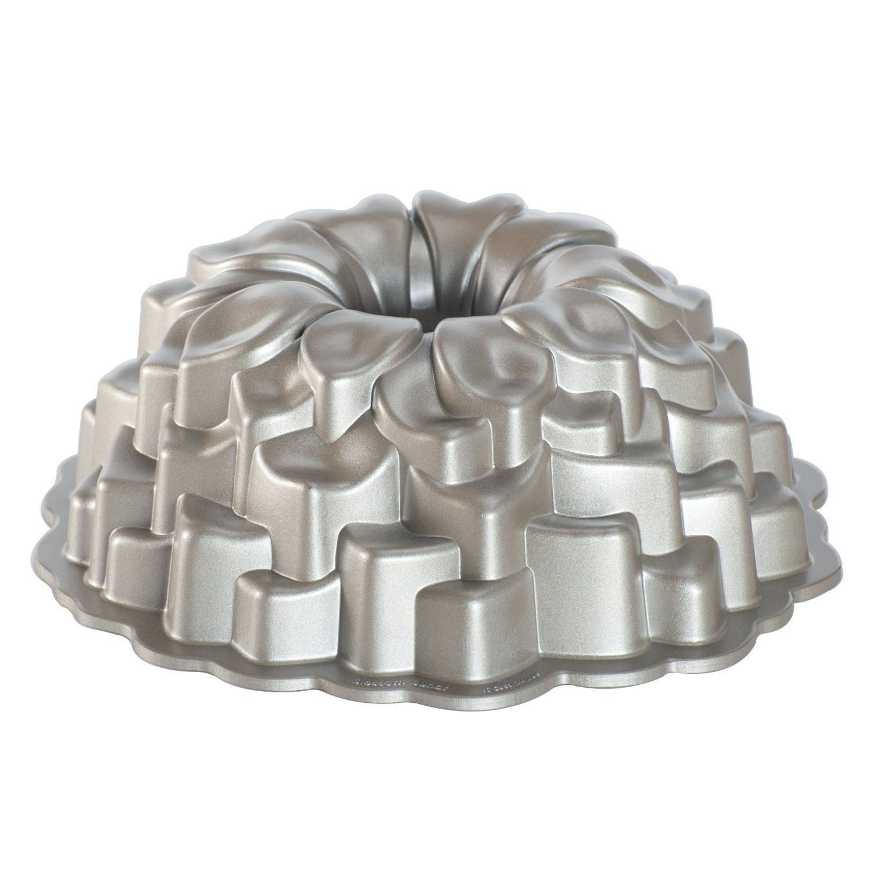 Amazon.com: Nordic Ware Platinum Collection Blossom Bundt Pan ...