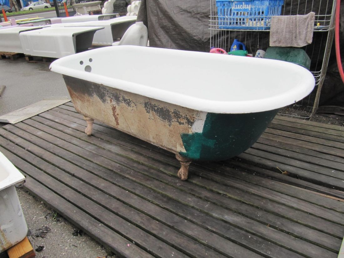 6footclawfoottub painting a clawfoot tub www.omega salvage.com ...