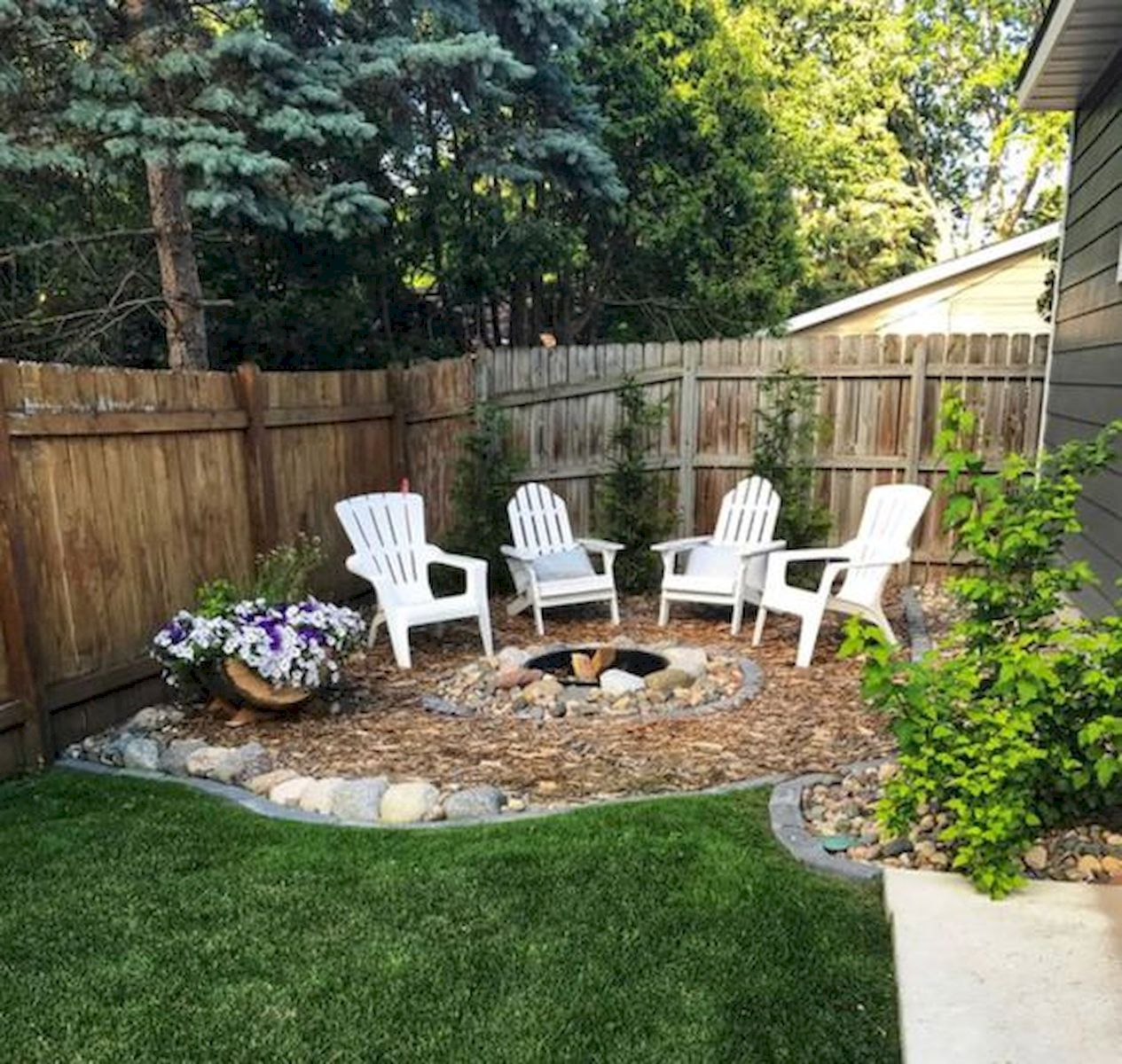 63 Beautiful Backyard Garden Remodel Ideas And Design #backyardoasis