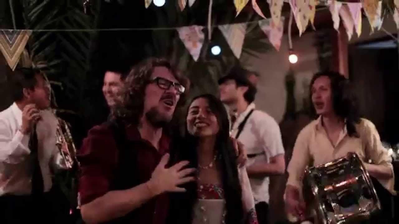 De Donde Vengo - Papaya Dada ft Mirella Cesa, Karla Kanora, Alex Alvear,... http://www.1502983.talkfusion.com/