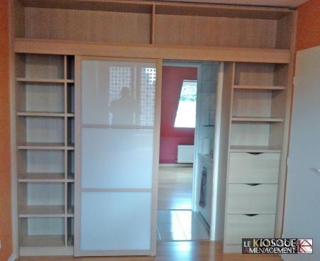 bibliotheque sur mesure avec porte coulissante d acces a piece