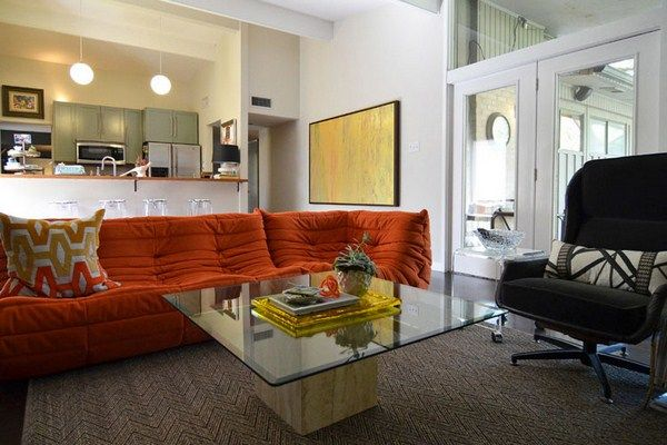 living room with colored sofas (12)