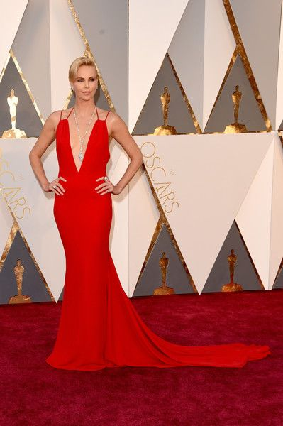 Charlize Theron Photos Photos - Charlize Theron attends the 88th Annual Academy Awards at Hollywood & Highland Center on February 28, 2016 in Hollywood, California. - 88th Annual Academy Awards - Red Carpet Pictures