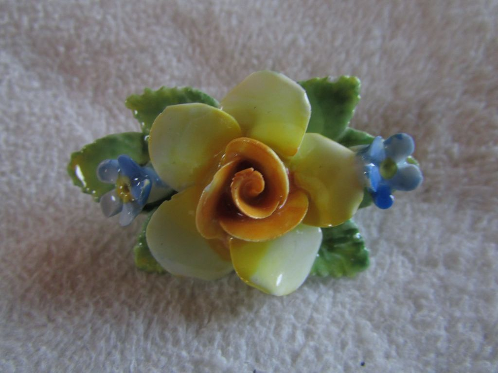 ARTONE Bone China Floral Bouquet Brooch ~~ Made In England ~~ Perfect Vintage Condition