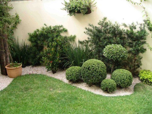 Garden Design Ideas With Pebbles Short plants Patios and Plants