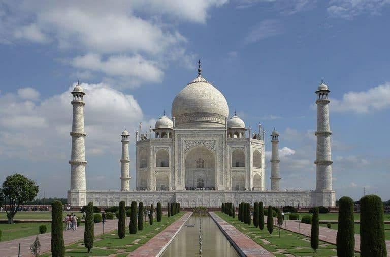 Onde: Agra, na Índia  Considerado como a maior prova de amor do mundo, o Taj Mahal foi uma construção idealizada pelo imperador Shah Jahan em homenagem à sua esposa preferida, que morreu após dar à luz ao seu 14º filho.