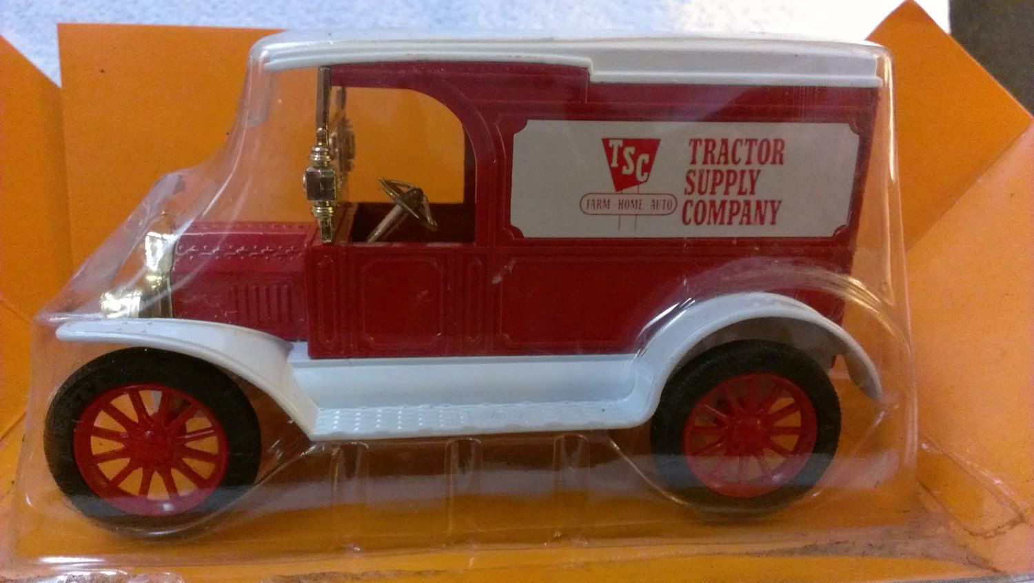 ERTL 1917 Ford Model T Delivery Van Bank Tractor Supply