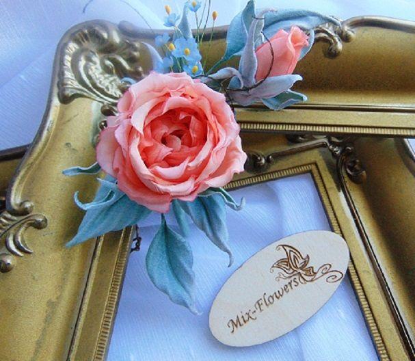 Продолжение.. маленькие коралловые розочки - загадочные красотки из сказки , окутанные незабудками, бархатными листочками и крохотными орхидейками - нежность подаренная воображением....  #жантильная_флористика #шелковые_розы #цветы_на_заказ #винтаж #svetlanasemyannikova #mixflowers #zhantilnye_floristry #mixflowers_на_заказ