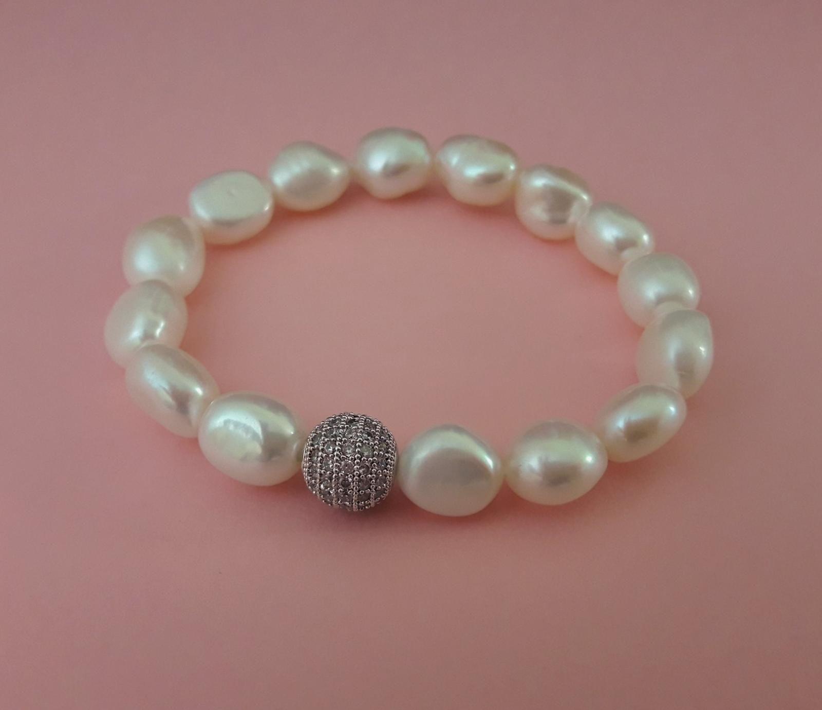 56f1c461ec5a Pulsera elástica de perlas barrocas blancas de exquisita calidad con ...