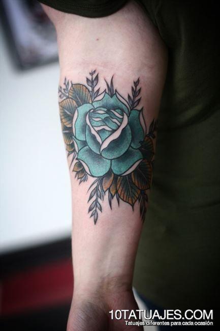 los-10-mas-lindos-tatuajes-de-rosas-de-color-azul-5jpg Tattoos - tatuajes de rosas