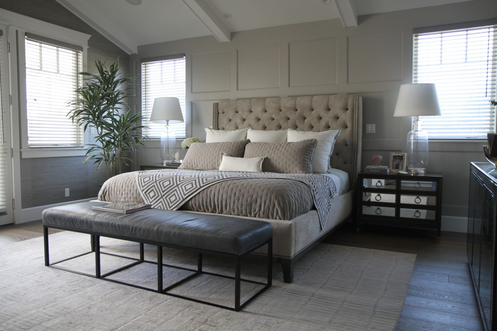 Quarry  Jeff Lewis Color Love This Bedroom Neutral Wall Color Inspiration Jeff Lewis Bedroom Designs 2018
