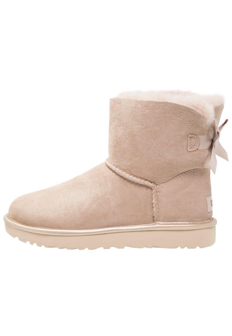 ¡Consigue este tipo de zapatillas altas de UGG ahora! Haz clic para ver los 79c1652bb931